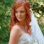 Рыжая девушка с распущенными волосами