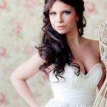 Невеста с длинными волосами и круглым лицом