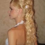 Дорогая свадебная прическа у белокурой невесты