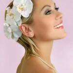 Короткие волосы с цветами
