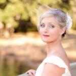 Невеста с корткими волосами с цветами и фатой