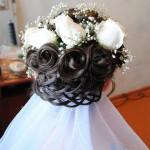 Образец свадебной прически с живыми цветами