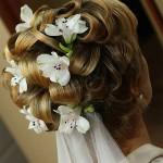 Очень красивая свадебная прическа на короткие влосы