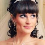 Невеста со свадебной прической