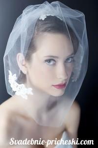 Свадебная прическа на средние волосы с фатой у красивейшей девушки