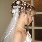 Свадебная прическа на средние волосы с фатой у блондинки