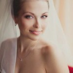 Фото свадебной прически у девушки с фатой