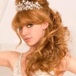 Рыжая невеста с длинными волнистыми волосами