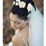 Свадебная прическа с фатой и цветами