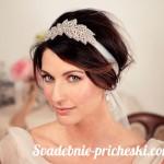 Свадебная прическа в греческом стиле на средние волосы у элегантной девушки