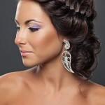 Свадебная прическа в греческом стиле на средние волосы у брюнетки