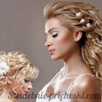 Свадебная прическа в греческом стиле на средние волосы у блондинки с волнистыми волосами