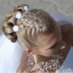 Свадебная прическа с цветками на средние волосы