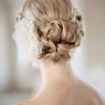 Красиво собранные волосы в пучек