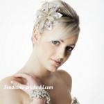 Свадебная прическа у блондинки для коротких волос с челкой