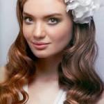 Невеста со сваденой прической на круглое лицо