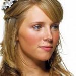 Девушка с диадемой в волосах