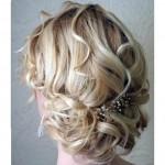 красиво уложеные волнистые волосы