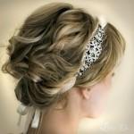 красиво уложенная прическа на средние волосы