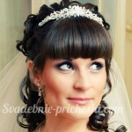 невеста с красивой прической и фатой
