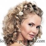 Блондинка с кудрявыми распущенными волосами