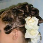 Свадебная прическа на средние волосы в волосах