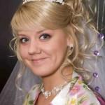 Невеста с диадемой и фатой фотография