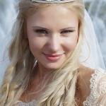 Фотография - свадебной прически с диадемой и фатой