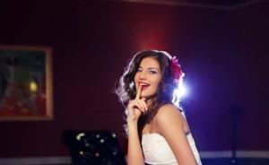Свадебные прически на распущенные локоны
