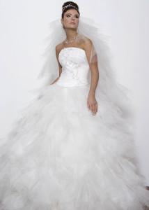 Неверное сочетание фасона свадебного платья и прически
