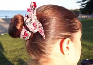 Пучок на короткие волосы с платком