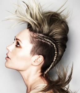 Стрижка с волосами на одну сторону фото