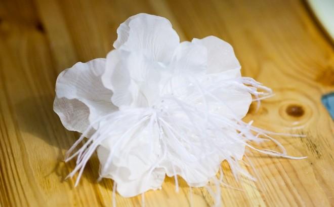 Как самостоятельно изготовить цветок «Аурелия» для свадебной прически