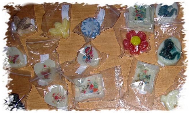 Готовое мыло упаковываем в коробочки или прозрачные пакетики, завязываем ленточками и отправляем любимым подругам