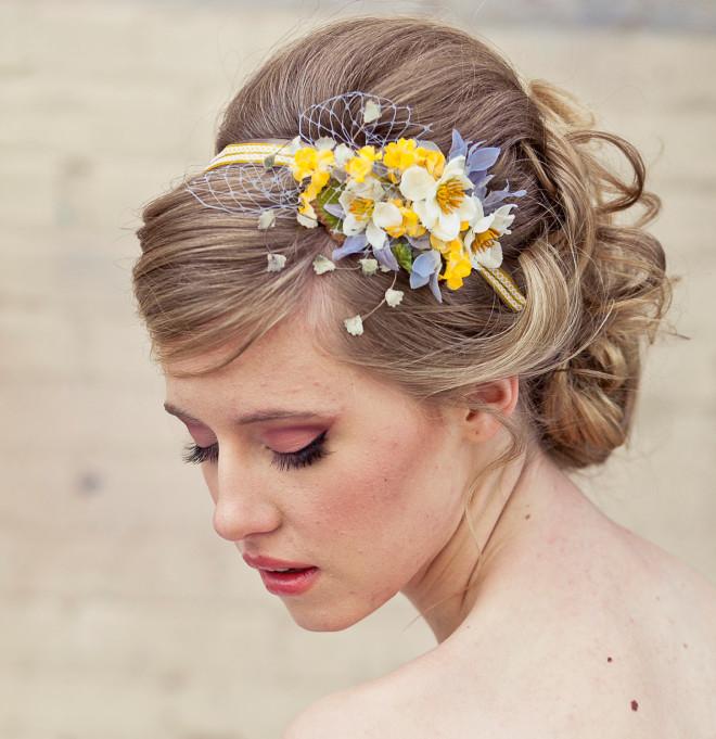 Цветы в волосы на свадьбу