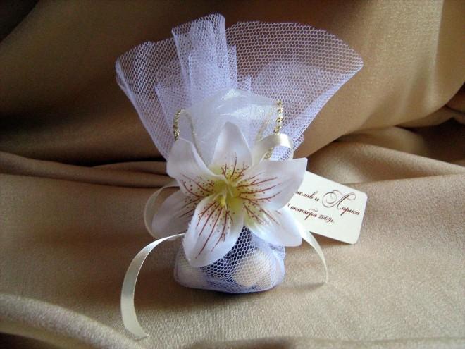 Свадебные бонбоньерки из фатина