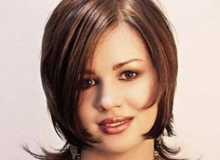 Стрижки для полных женщин на среднюю длину волос
