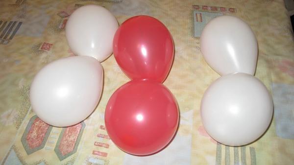 Гирлянда из шаров своими руками - завязываем шарики попарно