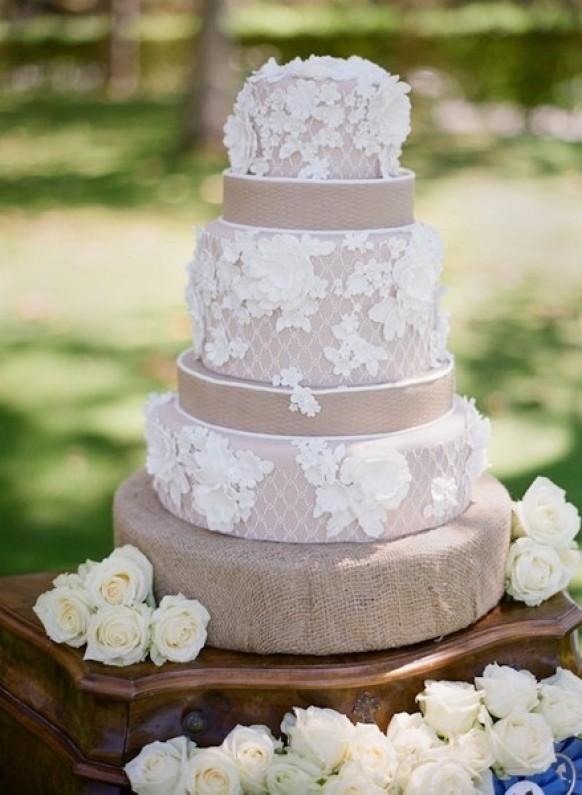 Свадебный торт в кружевном стиле