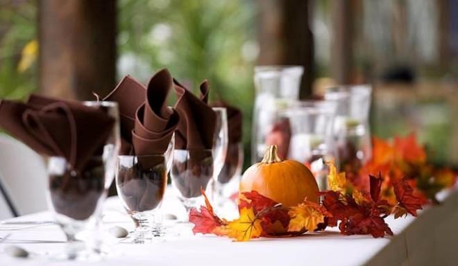 Осенняя свадьба, декорирование стола