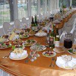 Места для гостей за свадебным столом