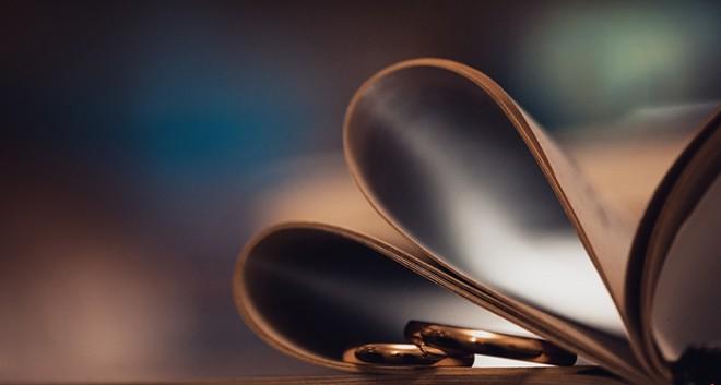 Кольца принято считать символом  любви, верности и преданности...