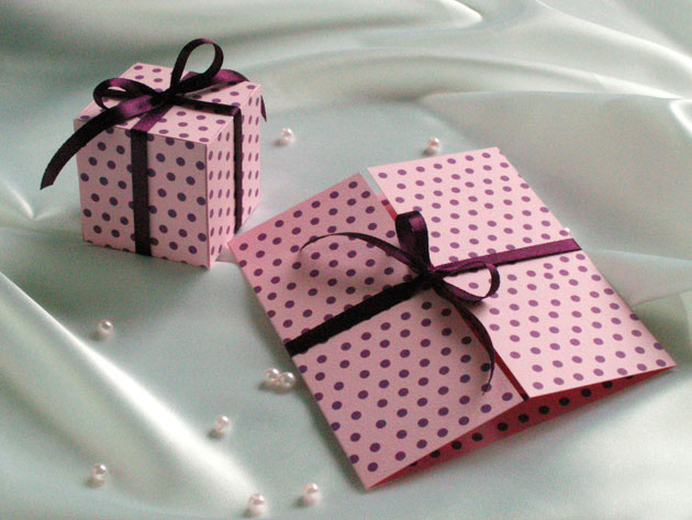 Мини-коробочка с приглашением на торжество