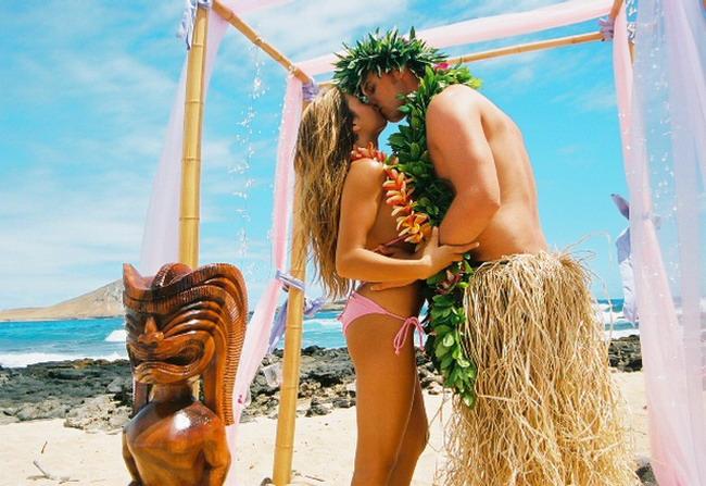 За откровенной сексуальностью на Гавайи