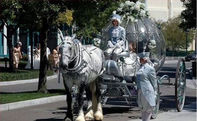 Карету для невесты!
