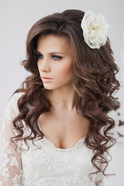 Прическа на свадьбу распущенные волосы