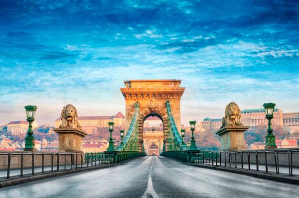 Цепной мост - главная достопримечательность Будапешта