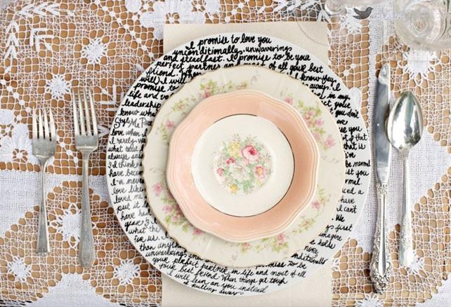 Сегодня, в современном мире можно часто встретить использование каллиграфии. От бытовых надписей на красивых открытках, до творческого высокого искусства. В классической каллиграфии необыкновенные и изящные буквы рождаются именно в момент письма.