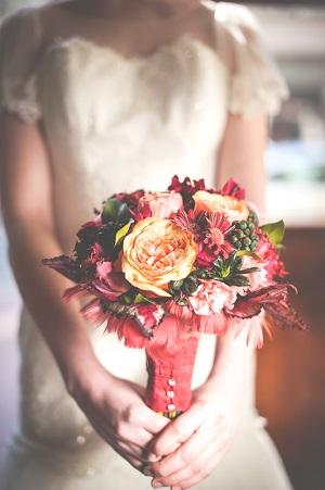 Свадебный букет цветов марсала