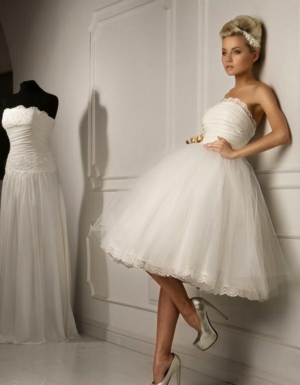 Короткое белое платье в стиле 50-х